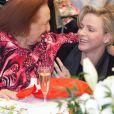 """"""" Charlene a été tout de suite adoptée ! Le prince Albert II de Monaco et la princesse Charlene de Monaco distribuaient dans l'après-midi du 17 décembre 2013 des colis de Noël aux pensionnaires du Centre de gérontologie clinique Rainier III. """""""