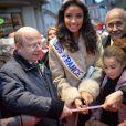 Miss France 2014, Flora Coquerel a pris un bain de foule à Chartres, le 18 décembre 2013.