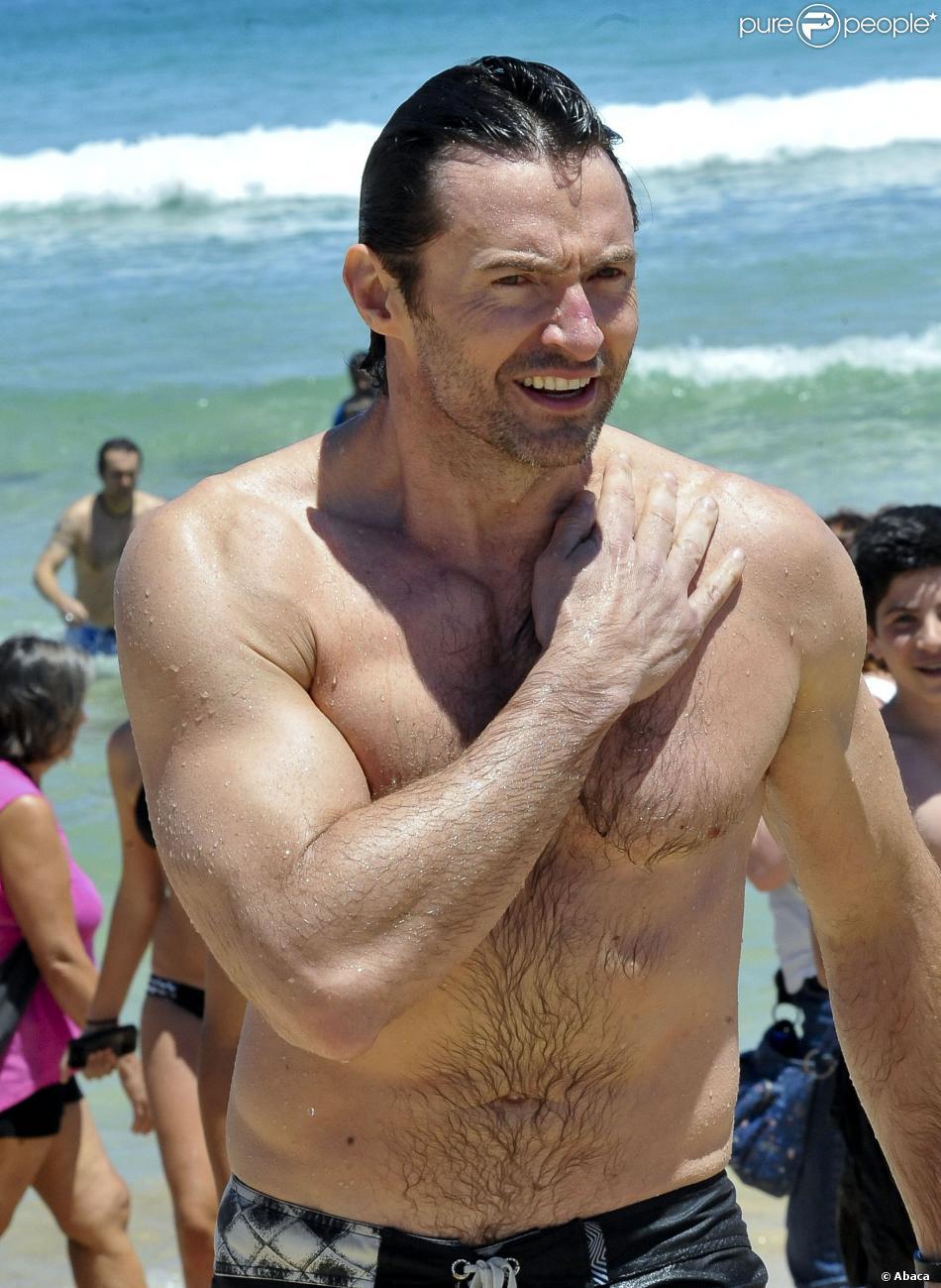 Hugh Jackman, torse nu et sans pansement, à Bondi Beach à Sydney, le 18 décembre 2013.