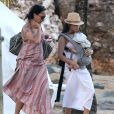 "Exclusif - L'actrice Jenna Dewan sur la plage avec sa fille Everly a Puerto Rico, le 15 decembre 2013, pendant que son mari Channing Tatum tourne le film ""22 Jump Street"".  Exclusive - Please hide children's face prior to the publication - For Germany call for price - Actress Jenna Dewan spends some quality time at the beach with her daughter Everly in Puerto Rico while her husband Channing Tatum is hard at work filming '22 Jump Street' on December 15, 2013.15/12/2013 - Puerto Rico"