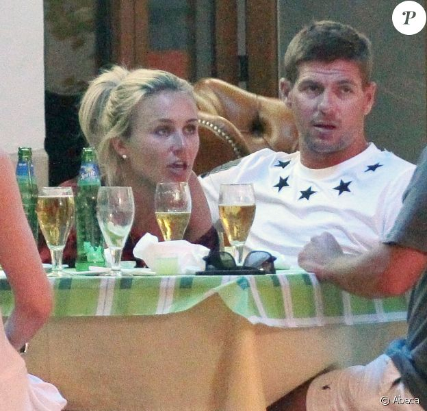 Steven Gerrard et sa femme Alex à Ibiza le 15 juin 2013