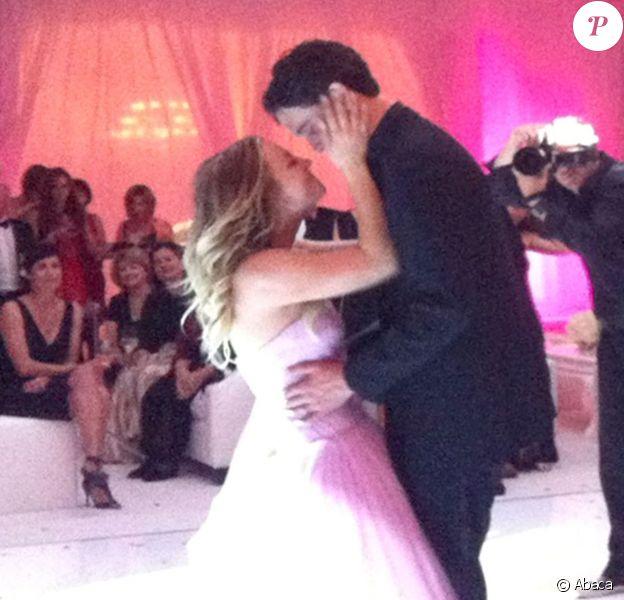 L'actrice Kaley Cuoco a épousé le joueur de tennis Ryan Sweeting lors de la nuit du réveillon, le 31 décembre 2013 à Santa Susana en Californie du Sud