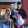 Exclusif - Jessica Simpson et son fiancé Eric Johnson vont déjeuner au restaurant avec leurs enfants Maxwell et Ace Knute à Boston, le 25 novembre 2013