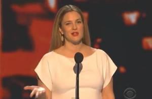 Drew Barrymore enceinte : Fun et amoureuse face à Adam Sandler aux PCA 2014