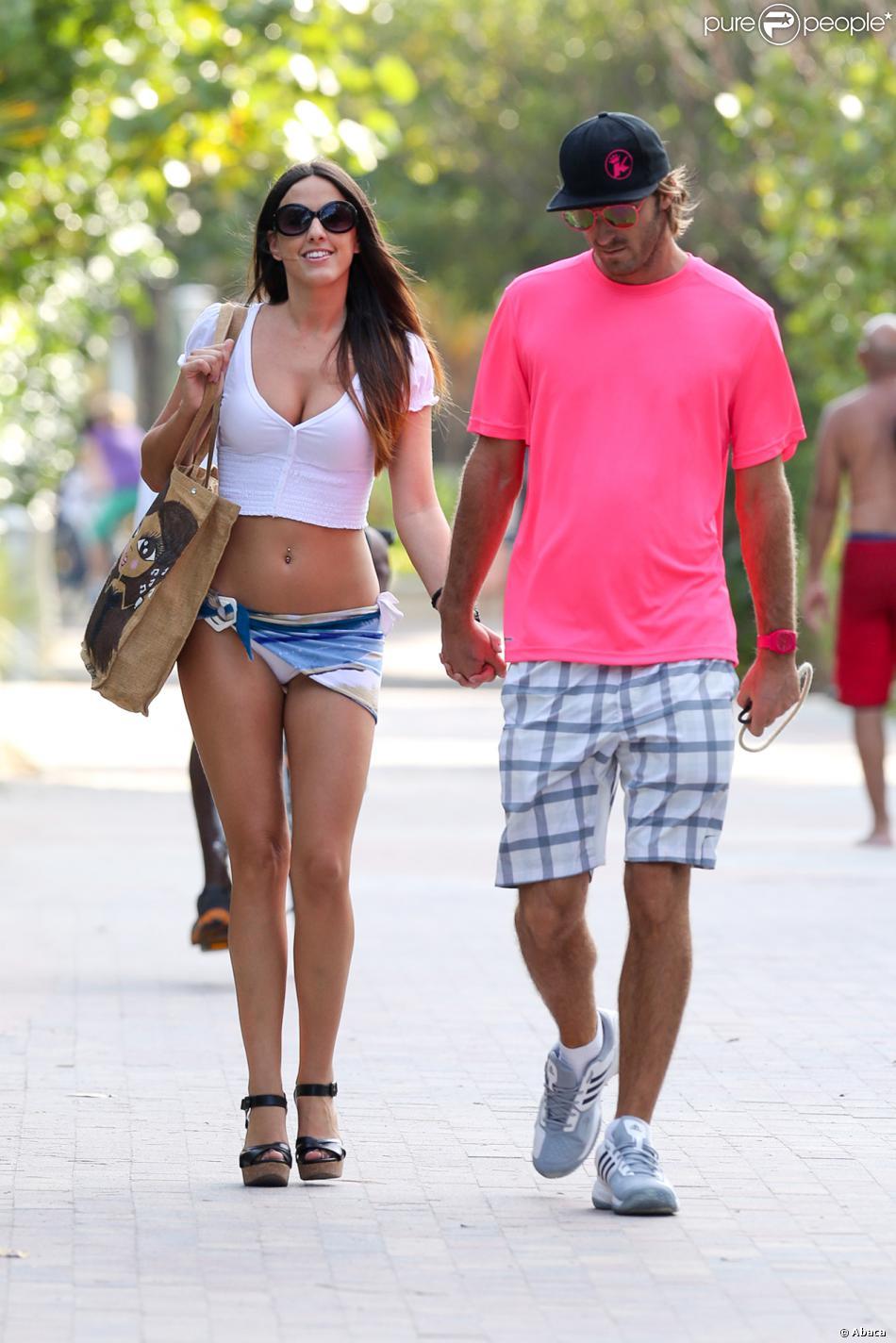 Claudia Romani et son petit ami profitent d'une journée ensoleillée sur une plage de Miami. Miami, le 12 janvier 2014.
