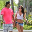 Claudia Romani profite d'une journée ensoleillée sur une plage de Miami, avec ses parents et son petit ami. Miami, le 12 janvier 2014.