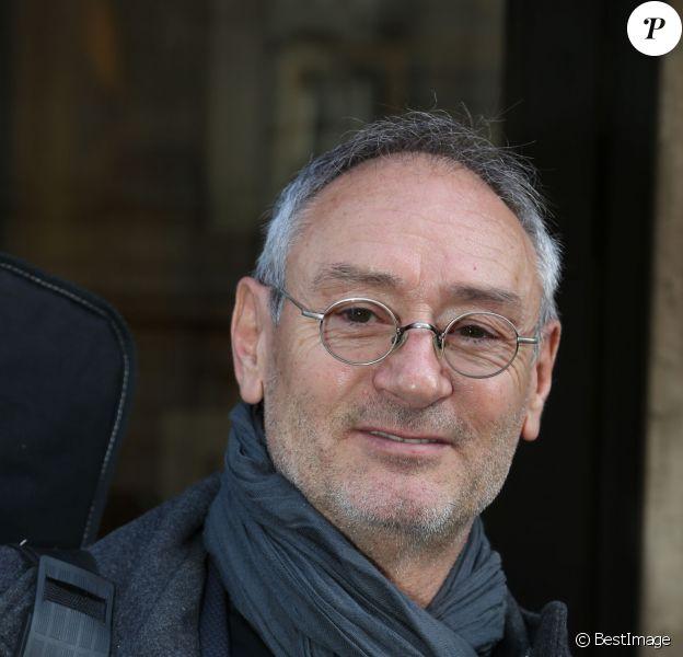 Exclusif - Michael Jones arrive à un enregistrement radio à Paris le 30 octobre 2013.