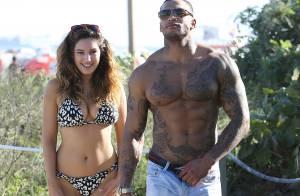 Kelly Brook : Craquante en bikini et avec son amoureux