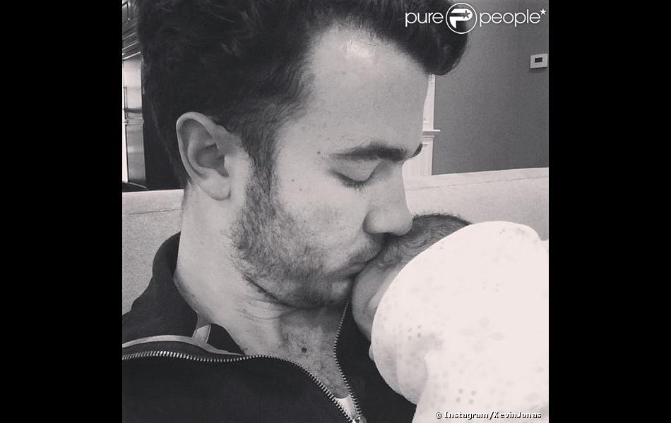 Kevin Jonas et sa fille Alena Rose. Février 2014.