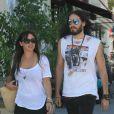 Russell Brand se ballade avec sa nouvelle compagne Isabella Brewster à West Hollywood le 21 juillet 2012