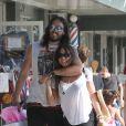 Russell Brand et sa nouvelle compagne Isabella Brewster très complices lors d'une après-midi shopping à West Hollywood le 21 juillet 2012