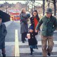 Mia Farrow et Woody Allen, avec leurs enfants Seamus, Dylan, Soon-Yi et Moses en 1988