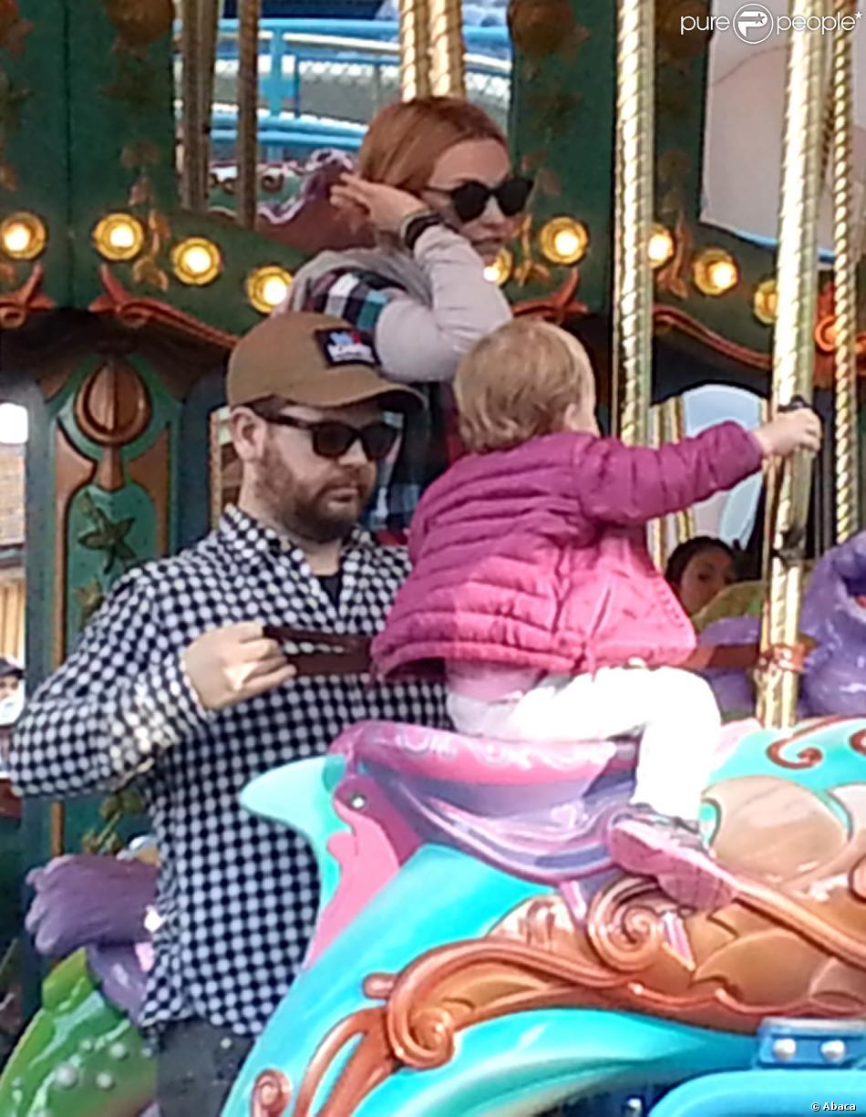 Jack Osbourne et sa femme Lisa s'éclatent à Disneyland avec leur fille Pearl à Anaheim, Los Angeles, le 9 février 2014.