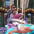 Jack Osbourne et Lisa s'éclatent à Disneyland avec leur fille Pearl à Anaheim, Los Angeles, le 9 février 2014.