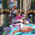 Jack Osbourne et sa femme Lisa s'éclatent à Disneyland avec leur fille Pearl à Anaheim, le 9 février 2014.