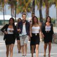 """Giuseppe Polimeno et son équipe sur le tournage de l'émission de télé-réalité """"Giuseppe Restaurant"""", à Miami le 15 janvier 2014."""