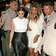 """Deux stars complices ! La chanteuse Ciara enceinte et Kim Kardashian font du shopping dans la boutique """"Bel Bambini"""" à West Hollywood, le 12 février 2014."""