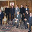 """Jean Dujardin, Bill Muray, Matt Damon, George Clooney, John Goodman, Dimitri Leonidas et Harry Ettlinger (le héros de l'histoire vraie qui a inspiré le film) lors du photocall du film """"Monuments Men"""" à l'hôtel Bristol à Paris le 12 février 2004."""