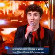 """Mathieu chante """"Great Balls of Fire """"  de Jerry Lee Lewis lors de la demi-finale de """"Nouvelle Star 2014"""", le 13 février 2014."""