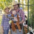 Tori Spelling et Dean McDermott fêtent le premier anniversaire de Finn et les deux ans d'Hattie à Underwood Farms, Moorpark, Los Angeles, le 3 novembre 2013.
