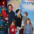 Tori Spelling, Dean McDermott et leurs enfants au spectacle Disney on Ice Rockin' Ever After à Los Angeles, le 12 décembre 2013.