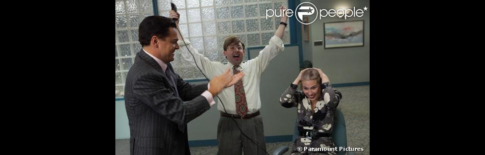 P.J. Byrne (au centre) incarne Nicky Koskoff ('Rugrat') dans Le Loup de Wall Street. La véritable personne qui a inspiré ce personnage, Andrew Greene, porte plainte contre la production du film