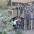 Camila Alves et ses enfants Levi, Vida et le petit Livingston s'amusent dans un parc de Los Angeles, le 19 février 2014.