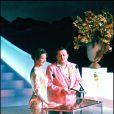 Nathalie Baye et Coluche, avec une veste qui ne passe inaperçue, lors de la cérémonie des César 1985. Ils remettent le prix du meilleur acteur à Alain Delon pour Notre histoire. Puisque le lauréat est absent, Coluche lit une (fausse) lettre de la star