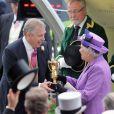 Le prince Andrew et sa mère la reine Elizabeth II le 20 juin 2013 lors du Royal Ascot