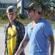 Justin Bieber en compagnie de son père Jeremy à Miami avant son arrestation, le 22 janvier 2014.