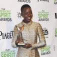 Lupita Nyong'o honorée d'un prix lors des Film Independent Spirits Awards à Los Angeles le 1er mars 2014.