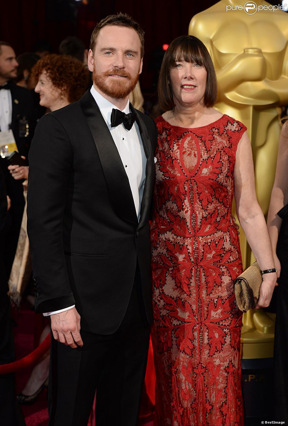 Michael Fassbender et sa mère Adele Fassbender lors de la 86e cérémonie des Oscars, Los Angeles, le 2 mars.