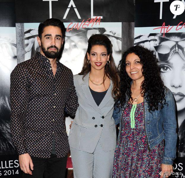 """Tal, son petit ami Anthony Such et sa mère Sem Azar lors de l'avant-première de """"Tal au cinéma"""" au Grand Rex à Paris, le 8 mars 2014."""