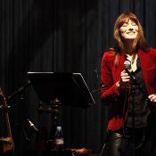 Carla Bruni : ''Y a quelqu'un qui m'a dit... qu'on nous écoute !''