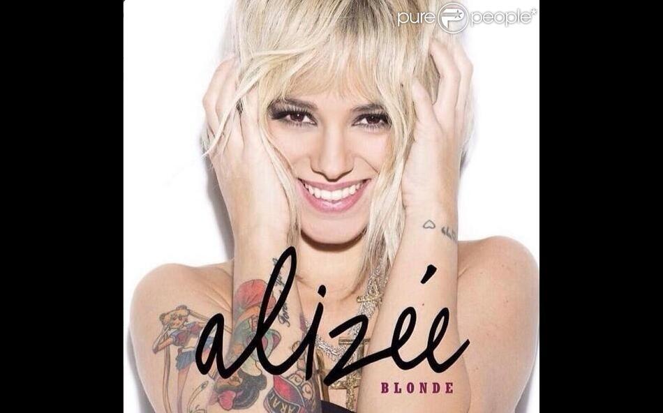 """Alizée annonce son retour en """"Blonde"""", pour le 21 mars 2014."""
