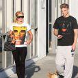 Paris Hilton et son compagnon River Viiperi se promènent à Studio City le 15 mars 2014.
