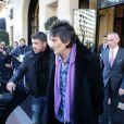 Ronnie Wood quitte l'hôtel George V pour se rendre à des répétitions à Paris. Le 3 février 2014.