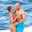 Mel B en bikini avec son mari Stephen Belafonte sur un luxueux yacht à Sydney en Australie, le 17 mars 2014.