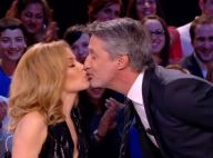 Kylie Minogue embrasse Antoine de Caunes et met le feu au Grand Journal