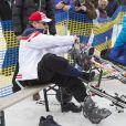 Le prince Albert de Monaco s'équipe lors de l'événement World Stars Ski au profit de Star Team for Children, association fondée par le prince Albert II de Monaco, le 22 mars 2014 à Seefeld in Tyrol, en Autriche.
