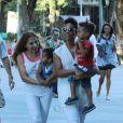 Alicia Keys se promène avec son fils Egypt à Rio de Janeiro, le 14 septembre 2013.