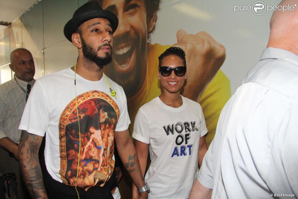 Alicia Keys et son mari Swizz Beatz se rendent à l'aéroport de Rio pour prendre un vol pour Sao Paulo, le 12 septembre 2013.