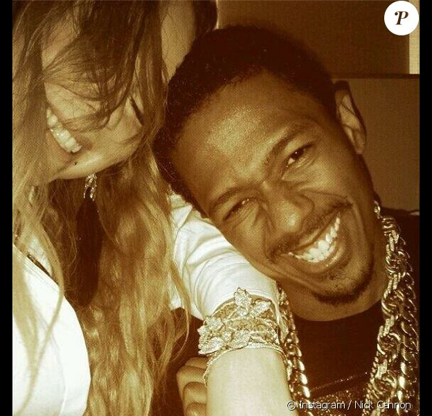 Nick Cannon a offert à sa femme Mariah Carey un bracelet en diamant, avec trois petits papillons.