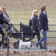La princesse Madeleine de Suède, Chris O'Neill et leur fille Leonore et des amies se promènent à Central Park le 22 mars 2014 à New York