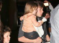 Victoria Beckham : La petite Harper protégée dans les bras de son frère Brooklyn