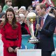 Kate Middleton et le prince William ont pris part le 14 avril 2014 à un événement pour la promotion de la Coupe du monde de cricket 2015, à Christchurch, en Nouvelle-Zélande, au 8e jour de leur tournée officielle.