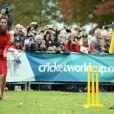Le duc et la duchesse de Cambridge ont pris part le 14 avril 2014 à un événement pour la promotion de la Coupe du monde de cricket 2015, à Christchurch, en Nouvelle-Zélande, au 8e jour de leur tournée officielle.