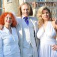 EXCLU : Morgan Ackermann (au centre) aux côtés de sa mère Pascale (à gauche) et de Cindy Lopes (à droite) lors de la White Party, à Courcy-aux-Loges, le dimanche 7 juillet 2013.