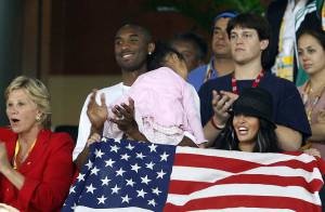 PHOTOS : J.O. : La superstar de la NBA Kobe Bryant, un supporter et sa famille !