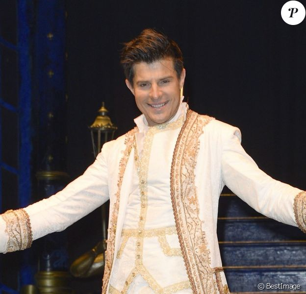 """Vincent Niclo lors de sa première dans la comédie musicale """"La Belle et la Bête"""", dans le rôle de la Bête, au théâtre Mogador à Paris, le 20 mars 2014."""